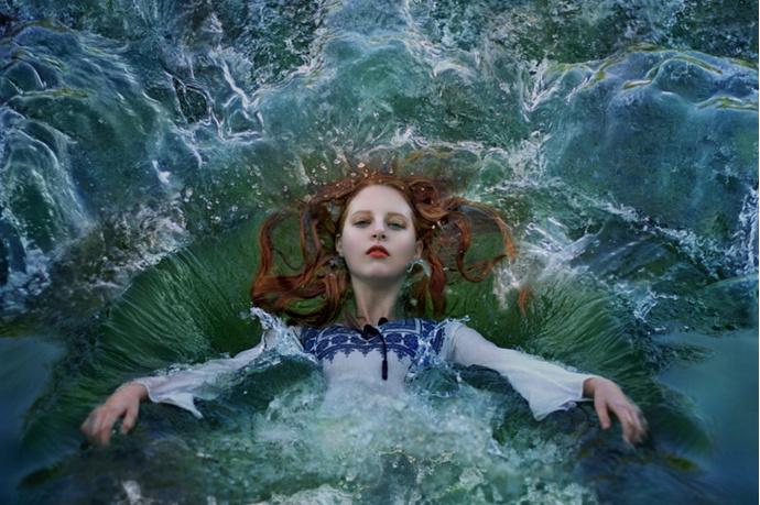 Женщина в воде
