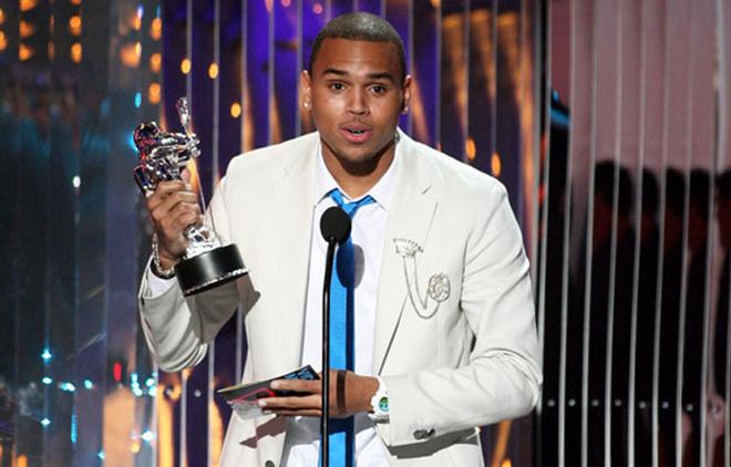 Лучшим исполнителем года стал Крис Браун