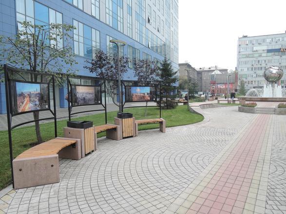 Достопримечательности Новосибирска фонтан с земным шаром в сквере на Вокзальной магистрали