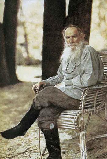 Лев Толстой в своем имении в Ясной Поляне.