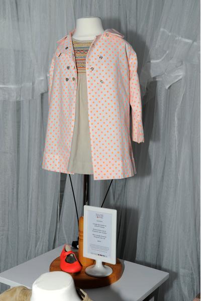 Платья Харпер Бекхэм выставлены на продажу в одном из бутиков Лондона