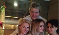 Николай Басков провел вечер с тремя девушками