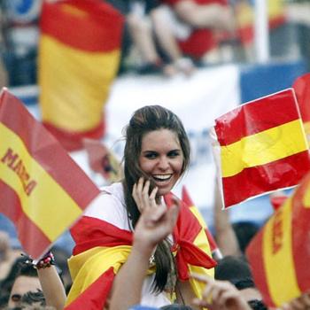 Испанская сборная два года назад выиграла Евро. Болельщики надеются, что теперь она выиграет чемпионат мира.