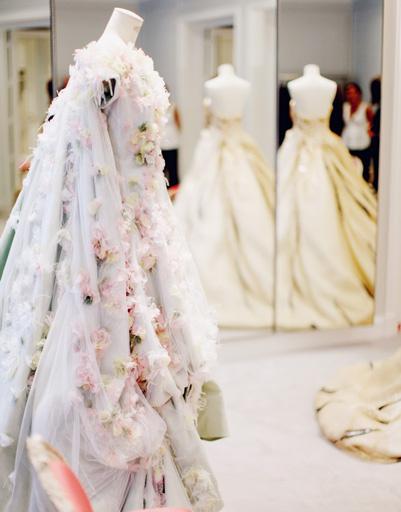 Искусные мастера Дома Christian Dior создают настоящие шедевры Высокой моды