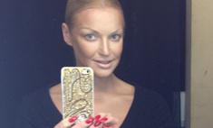 Анастасия Волочкова впервые сделала яркий маникюр
