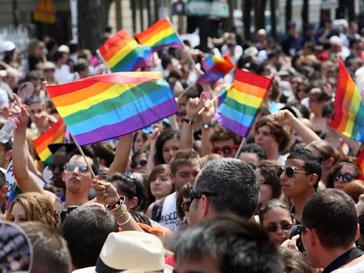 Пограничники и гомосексуалисты будут гулять в один день