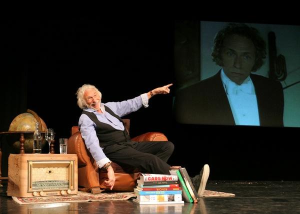 Пьер Ришар в феврале покажет в Воронеже моноспектакль о своей жизни