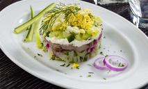 Селедочный салат с огурцами