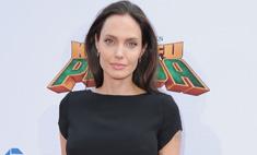 Анджелина Джоли впервые за много лет надела мини