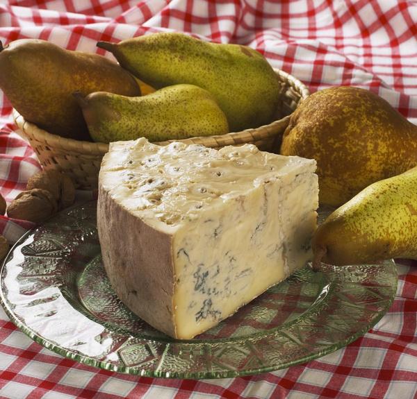 Салат с сыром дор блю и грушей