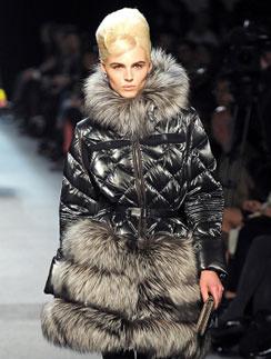 Андрей Пежич (Andrej Pejic) на женском показе Jean Paul Gaultier, осень-зима 2011/12