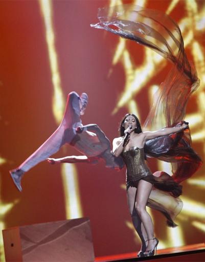 """Сексапильное платье давно перестало быть залогом успеха на """"Евровидении"""". Хорошо, если на сцене есть еще и акробаты."""