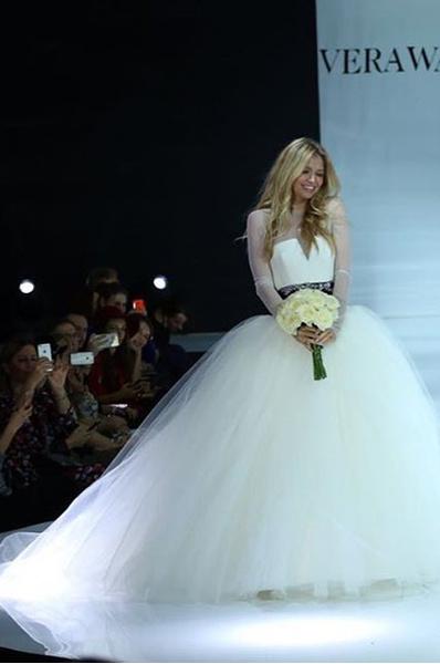Вера Брежнева в свадебном платье