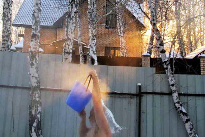 День мороз, мороз и солнце, голышом в снегу
