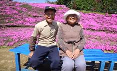 До слез: мужчина создал цветущий сад для ослепшей жены