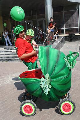 Парад колясок в Тюмени День города 2014