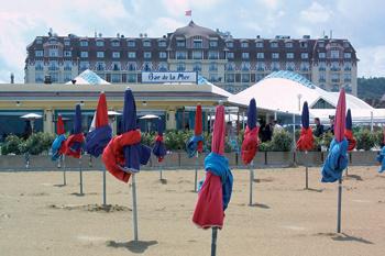 Знаменитый пляж и не менее знаменитый отель Royal Barriere