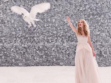 Фрида Густавссон (Frida Gustavsson) в сказочной съемке для рекламного ролика Nina Ricci