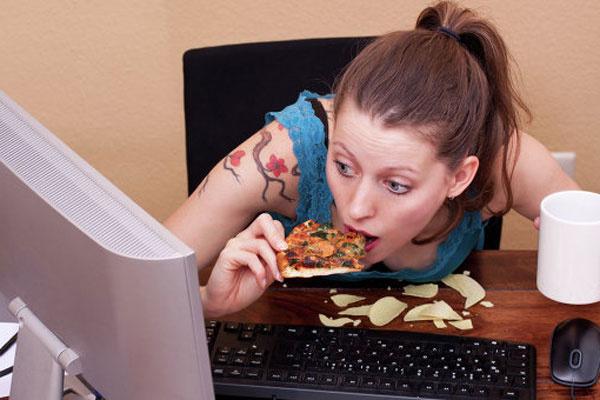 Женщины толстеют от Facebook