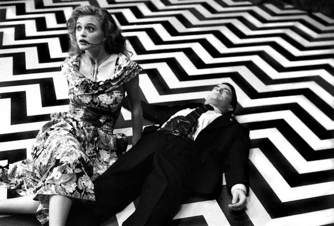 Красная комната – финальная сцена сериала, в которой агент Купер выясняет, кто же убил Лору Палмер и кто такой Боб. Последние кадры фильма были настолько загадочны, что вызвали у зрителей недоумение.
