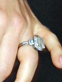 Обручальное кольцо Джессики Бил (Jessica Biel) обошлось Джастину Тимберлейку (Justin Timberlake) в 130 тысяч долларов
