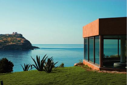 Спа в Cape Sounio расположен на холме, в небольшом удалении от отеля.