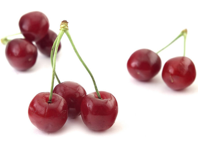 Польза вишни для организма женщины