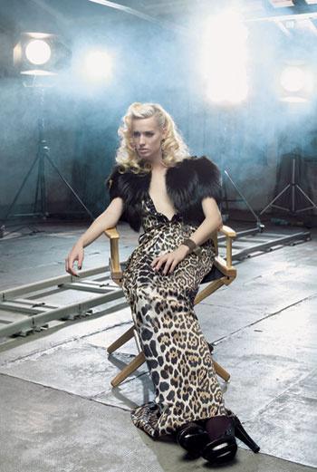 Платье, Blumarine; меховое болеро, Lanvin; туфли, Hermès