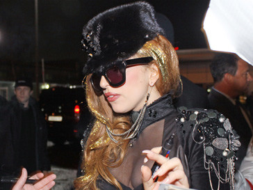 "Леди ГаГа (Lady GaGa) встретилась с ""маленькими монстриками"" в аэропорту ""Внуково"""