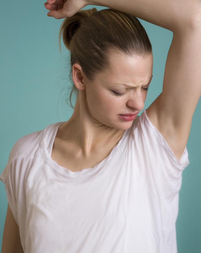 кислый запах пота у женщин причины