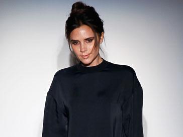 Виктория Бекхэм (Victoria Beckham) на показе собственной коллекции осень-зима 2013/14 на Неделе моды в Нью-Йорке