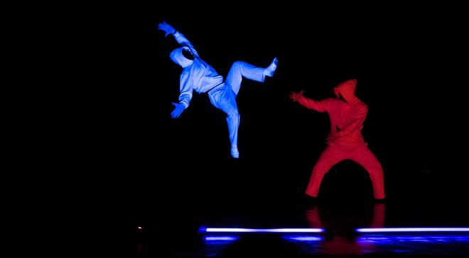Кадр из «Шоу света и тьмы» группы «ЮДИ»