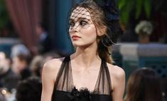 Лили-Роуз Депп показала секси-наряды на показе Chanel