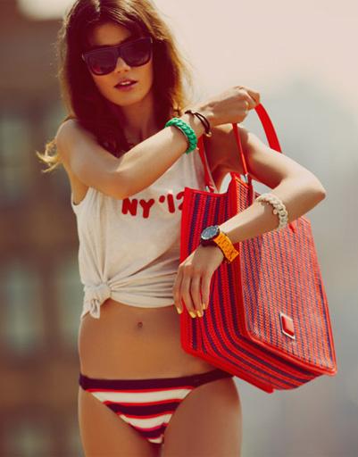 Шоперы, плетенки, рюкзаки - этим летом в моде оригинальные аксессуары
