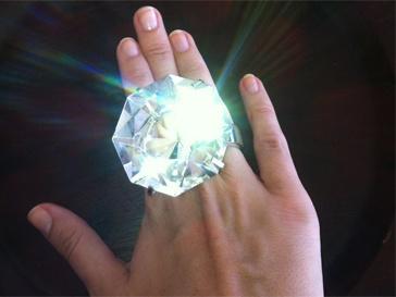 """Это фото Ксения прокомментировала: """"Перебирая бриллианты""""."""