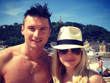Сергей Лазарев с подругой Юлей на отдыхе в Испании