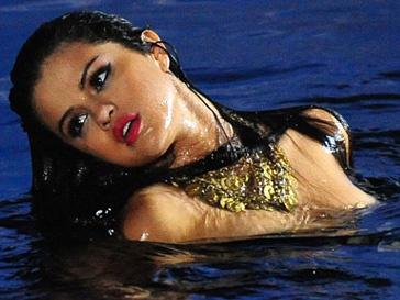 Селена Гомес (Selena Gomez) на съемках клипа