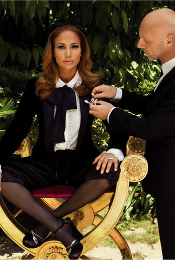 Dolce & Gabbana «Фотограф Ирвинг Пен как-то запечатлел свою жену в черном «русалочьем» платье. Дженнифер этот образ подходит идеально». Стефано Габбана