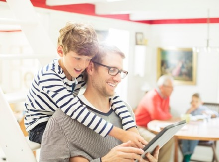 Facebook, я и мой ребенок: Родитель-друг