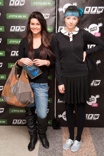 Японская и американская школьницы, широкая голливудская улыбка и хитрый взгляд – они такие разные, но все-таки они вместе.