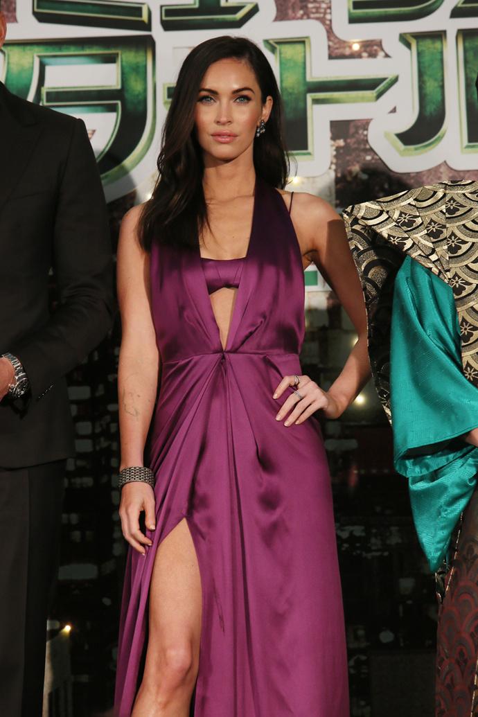 Вечернее платье с высоким разрезом: фото