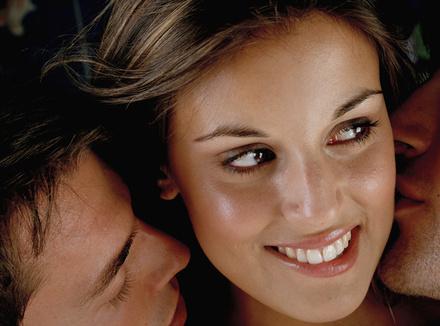 Женщина фантазирует об изнаcиловании, мужчина — о любви втроем
