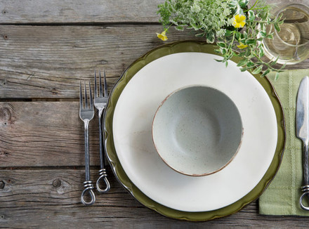 Тарелка на столе