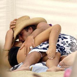 Супруги на отдыхе в Сан-Тропе (2005)