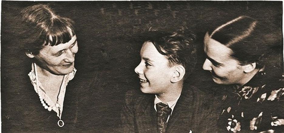 Алексей Баталов первый автомобиль назвал Анечкой в честь Ахматовой