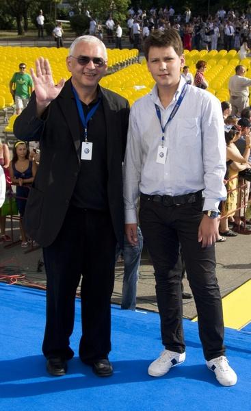 """Карен Шахназаров с сыном на закрытии фестиваля """"Кинотавр-2010"""""""