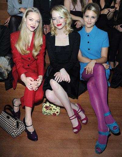Аманда Сейфрид (Amanda Seyfried), Эмма Стоун (Emma Stone) и Дианна Агрон (Dianna Agron) на показе Miu Miu