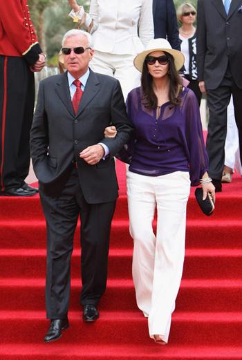 Президент компании Cartier International Бернард Форнас (Bernard Fornas) и актриса Моника Беллуччи.