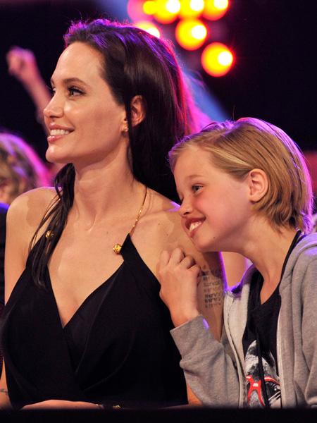 Дочь Джоли и Питта хочет сменить пол