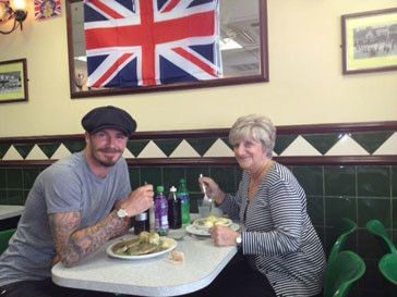 Дэвид Бекхэм (David Beckham) с мамой